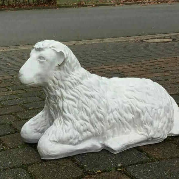 Liegendes Deko Schaf als Rohling