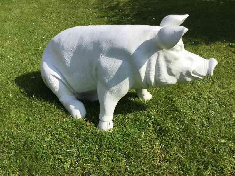 Sitzendes Schwein als Rohling zum Bemalen