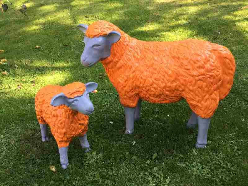 Kunst Schafe in der Farbe orange grau